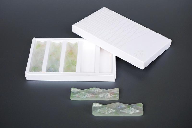 蛍硝子箸置と化粧箱 台紙付