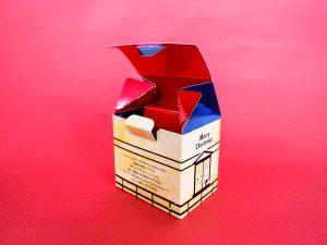 クリスマスの家の形の箱
