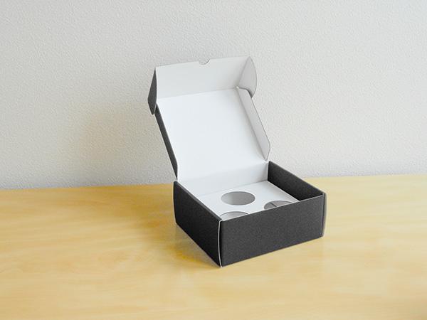 デザインのひきだし33掲載 カラフルダンボール箱 箔押し入 台紙付き