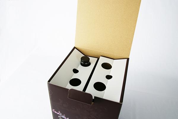 ANGEL4 化粧箱 蓋を開けたところ 日本酒用化粧箱 4本の首押さえ